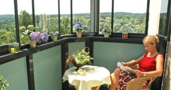 Отделка и украшения балкона